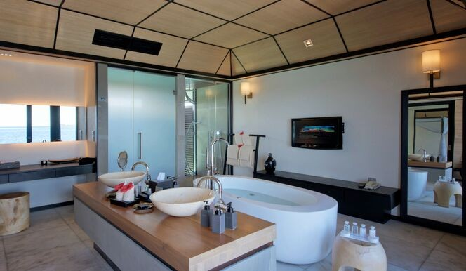 Deluxe Water Villa Bathroom
